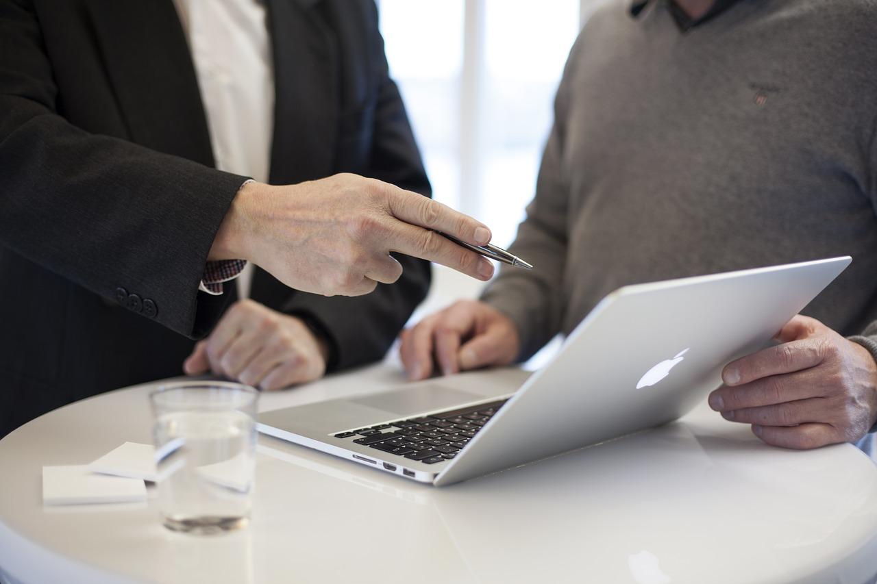 Comment expliquer l'importance de l'e-réputation à votre patron